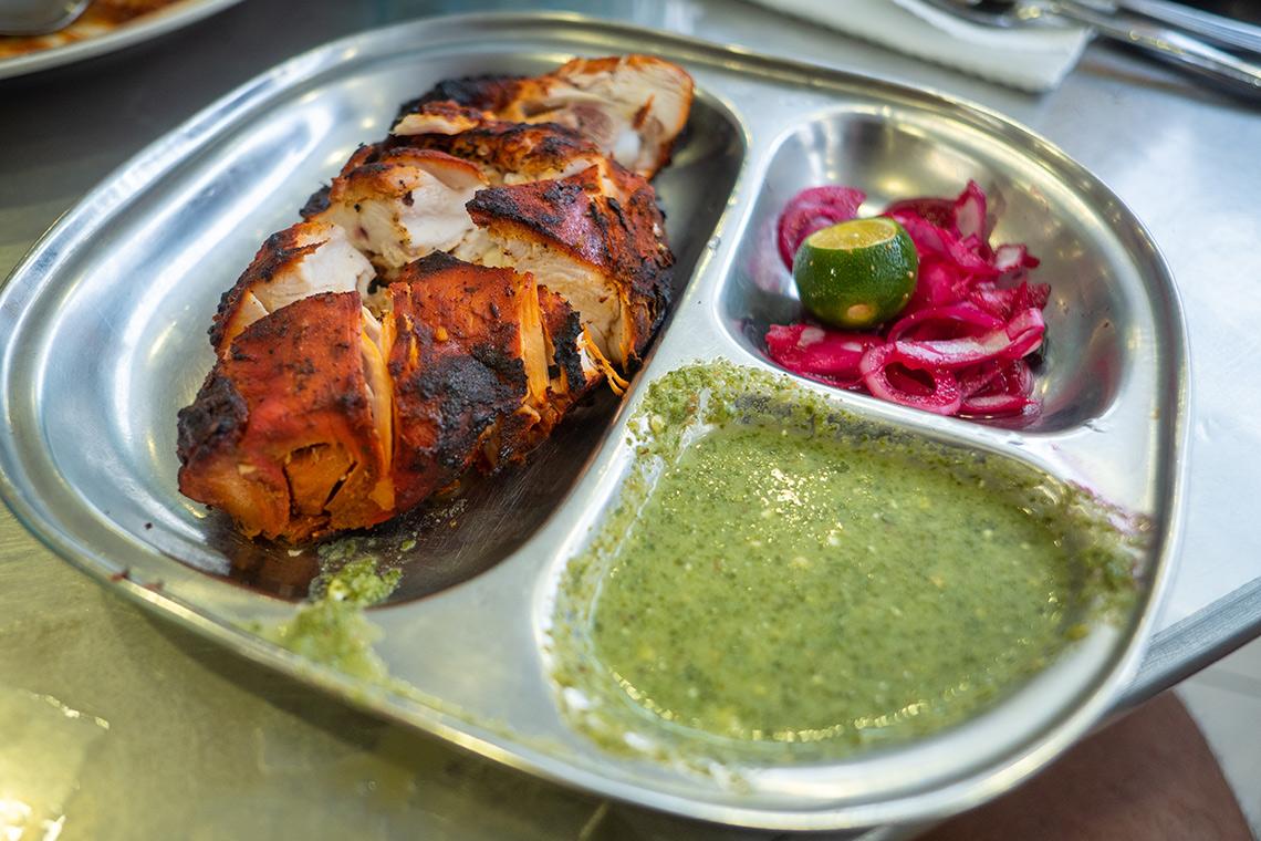 Tandoori bij een Mamak restaurant
