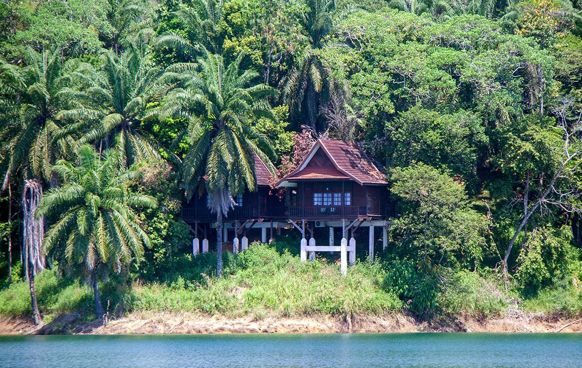 Lake Kenyir Resort Villa